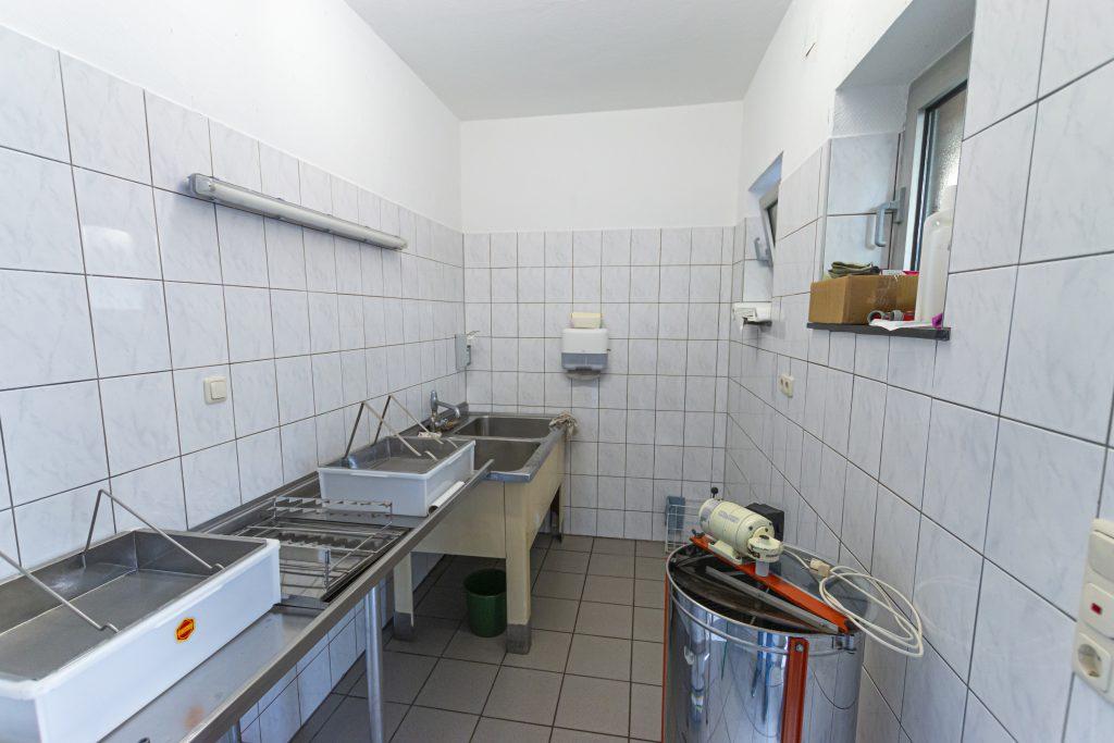 Schleuderraum des Imkervereins in Riehe
